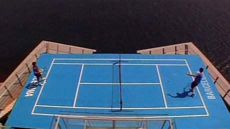 Verdasco a Söderling hrají tenis na hotelové terase v 21. patře