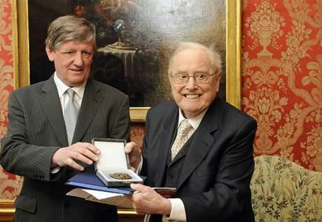 Sir Charles Mackerras s ministrem kultury Riedlbauchem