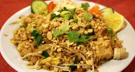 Pad Thai (smažené nudle se zeleninou, tofu a buráky)