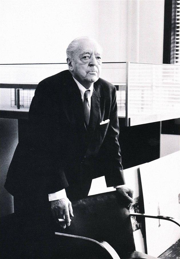 rozhovory s legendou modern architektury miesem van der rohe jako jeho stavby st dm. Black Bedroom Furniture Sets. Home Design Ideas