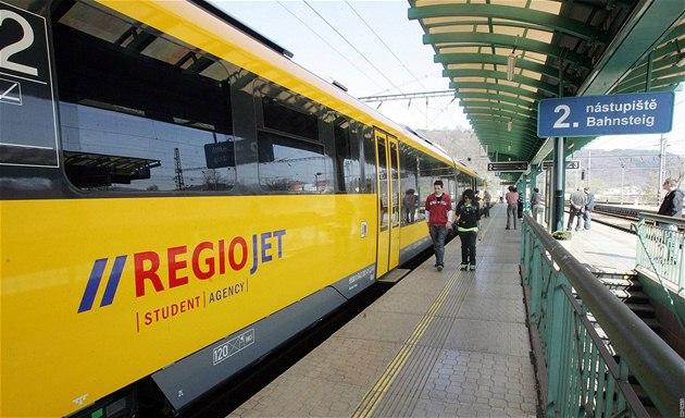 Na trat� vyjely �luté vlaky RegioJet spole�nosti Student Agency. (25. 4. 2010)