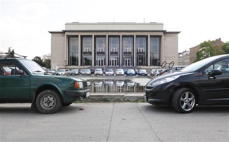 Problémy s parkovacími místy v centru města Brna.