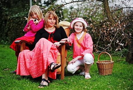 Lucie Suchochlebová Ryntová s svými dětmi - zakladatelka společnosti pro zdravé rodičovství Aperio