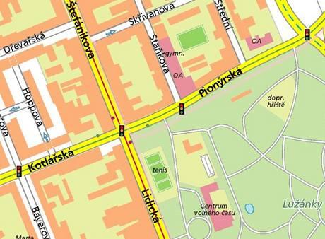 Policisté havarovali na křižovatce ulic Štefánikova a Kotlářská. (26. 4. 201)