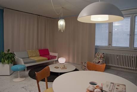 Závěs přes dvě stěny umožňuje regulovat si množství světla v místnosti