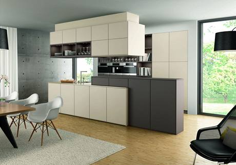 """Kuchyňský nábytek slouží k vytváření """"polopříček"""" oddělujících kuchyňskou část od obývací či jídelní"""