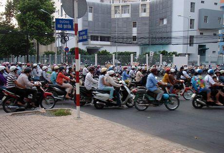 Vietnam, Saigon, motocyklový frmol