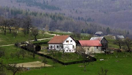 Osada Hutě u vesničky Žítková leží uprostřed kopců na česko-slovenském pomezí