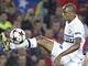 Takhle efektně si zpracovává míč Samuel Eto, útočník interu Milán.