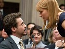 Z filmu Iron Man 2 (Robert Downey Jr. a Gwyneth Paltrowová)