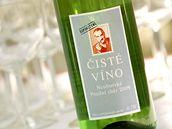 """Přípitkem """"čistým vínem"""" zahájíla TOP 09 horkou část své volební kampaně. (27. dubna 2010)"""