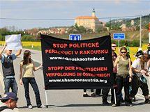 Blokáda hranic v Mikulově (28. 4. 2010).