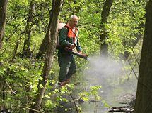 Zahájení postřiku lužních lesů proti komárům (28. 4. 2010).
