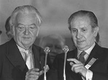 Juan Antonio Samaranch po svém zvolení prezidentem MOV 16.7.1980. Vlevo jeho předchůdce Lord Killanin