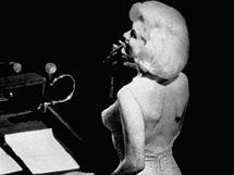 Marilyn Monroe zpívá prezidentovi