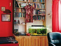 Pokoj druhé dcery. Záliba v četbě a akvaristice se v rodině dědí...