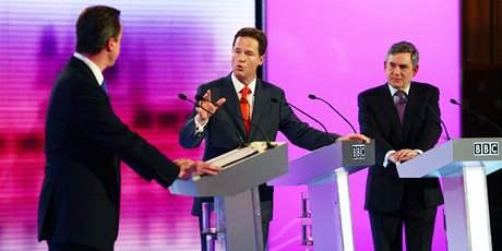Zleva: Šéf konzervativců David Cameron, lídr liberálních demokratů Nick Clegg a premiér Gordon Brown