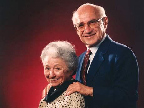 Ekonom Milton Friedman s manželkou