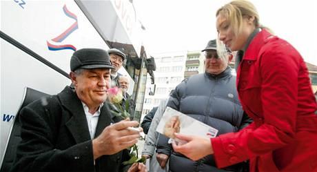 Redaktorka MF DNES Lucie Laštíková s Milošem Zemanem (SPO).