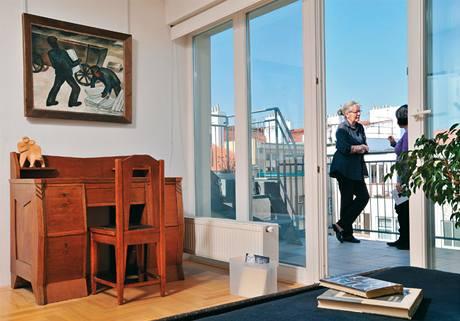 V pracovně je unikátní stůl architekta Pavla Janáka