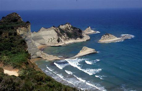Řecko, Korfu. Skály u mysu Drastis