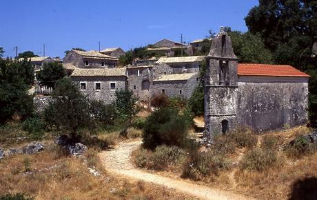 �ecko, Korfu. Opu�t�n� vesnice Palea Perithia