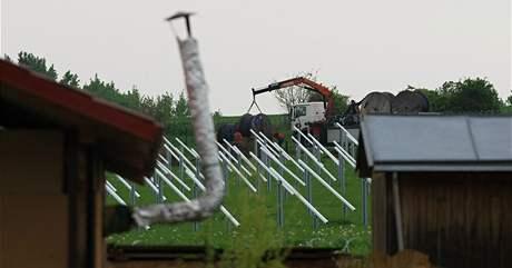 Výstavba sluneční elektrárny v Šakvicích.