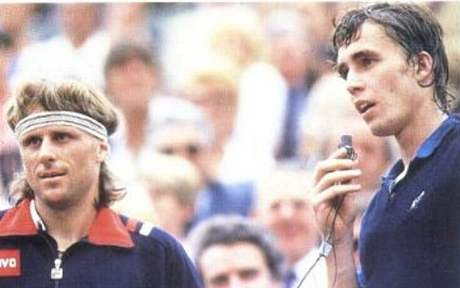 Ivan Lendl (vpravo) a Björn Borg po jednom ze vzájemných zápasů na začátku 80. let minulého století.