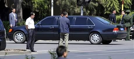 Limuzína, kterou Kim Čong-il cestuje po Pekingu (6. května 2010)