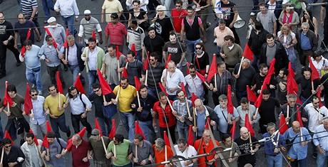 Řecko musí dělat bolestivé škrty. Jeho obyvatelé se s tím ale odmítají smířit.