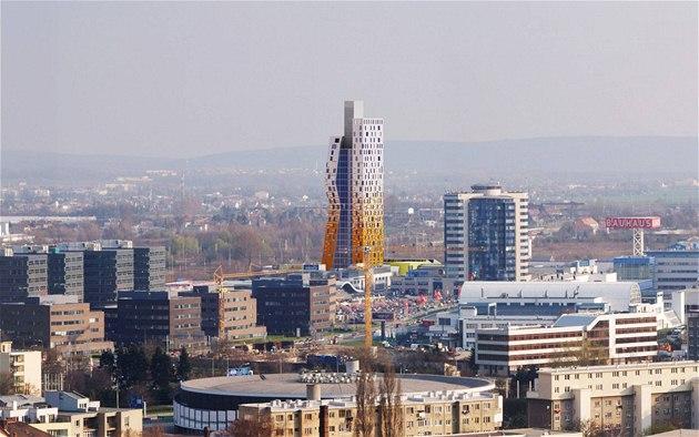 Stavba devadesátimetrové budovy AZ Tower v Brn� byla kv�li krizi opo�d�na.