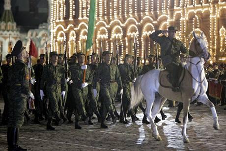 Jedna z posledních zkoušek velkolepé vojenské přehlídky, kterou Moskva uvidí v rámci oslav Dne vítězství.
