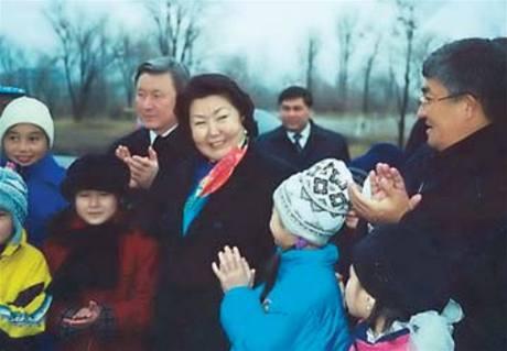 První dáma Kazachstánu s dětmi