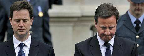 Nick Clegg a David Cameron (8. května 2010)