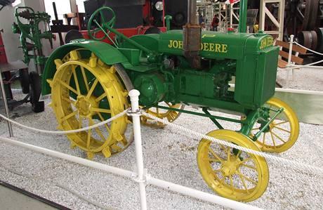 Starý traktor v muzeu John Deere