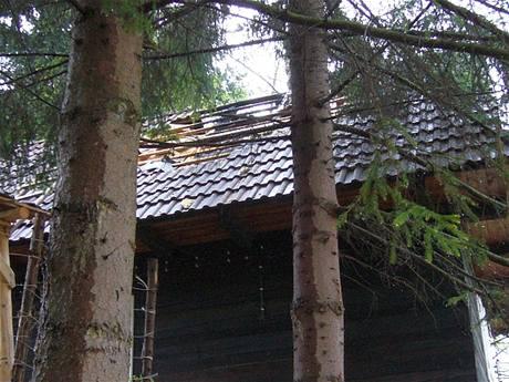Chatka v Huslenkách na Vsetínsku, kterou zasáhl blesk