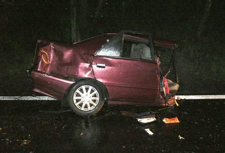 Nehoda dvou aut mezi obcemi Jablůnka a Bystřička na Vsetínsku. (3. 5. 2010)