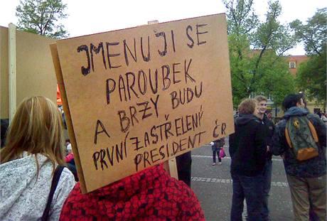 Protest při předvolebním mítinku ČSSD ve Slaném. (4. května 2010)