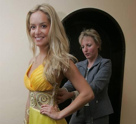 Taťána Kuchařová v šatech, ve kterých bude reprezentovat Česko na výstavě EXPO 2010