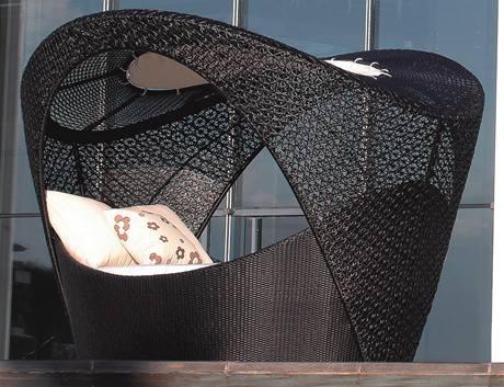 Praktická umělá hmota může vypadat luxusně