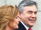 Premiér Gordon Brown s manželkou Sárou volil ve skotském městě North Queensferry (6. května 2010)