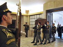Pietní akt k 65. výročí ukončení 2. světové války u památníku na pražském Vítkově. (8.5. 2010)