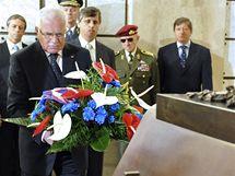 Pietní akt k 65. výročí ukončení 2. světové války u ostatků neznámého vojína na Vítkově. (8.5. 2010)