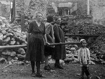 Dalešice na archivních snímcích po bombardování v roce 1945.