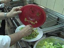Jednoduchý salát se ztracenými vejci je hotový za pár minut.