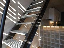Detail ocelových schodů