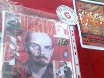 Výzdoba stánku mladých komunistů
