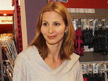 Ivana Gottová v psím obchodě