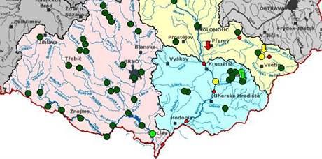 Třetí stupeň - ohrožení - platí na řece Moravě v Lanžhotě a ve Strážnici (18. květen 2010)