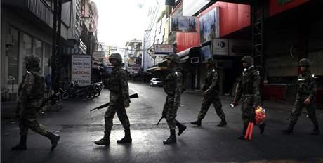 Situace v thajském Bangkoku při střetech mezi bezpečnostními složkami a protivládními demontranty (15. května 2010)